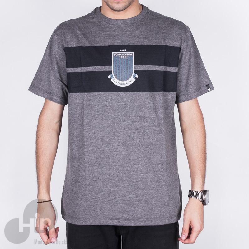 Camiseta Dc Shoes Derby Cinza Escuro - Loja HIP c4047de9e71d8